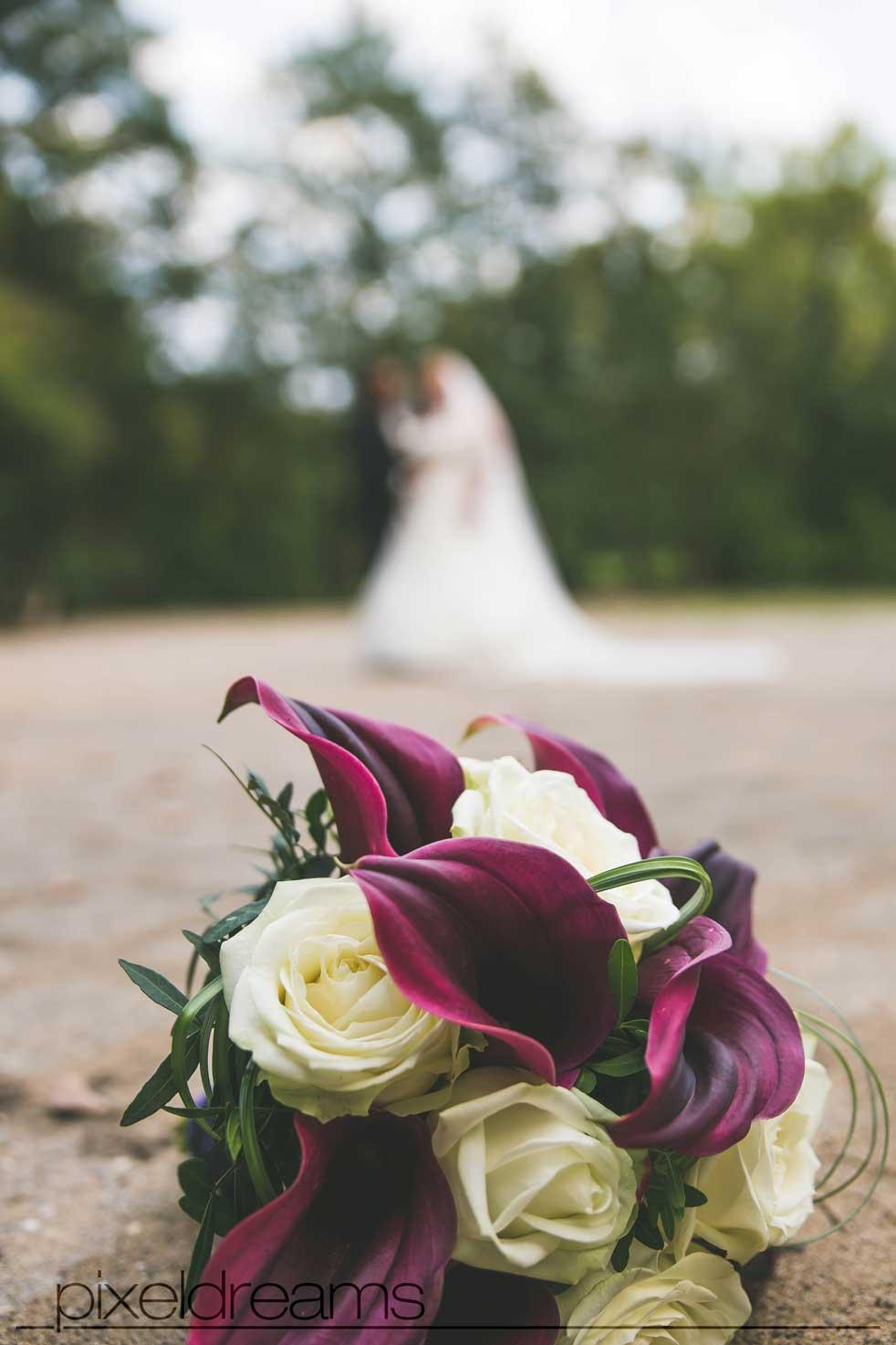 brautstrauß braut bräutigam hochzeitsfotograf hochzeitsfotografie