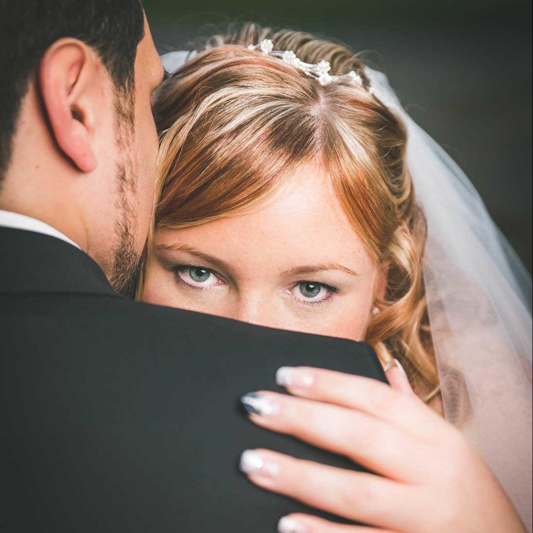 braut und bräutigam brautkleid hochzeit hochzeitsfotograf braut-make-up köln düsseldorf bonn deutschland
