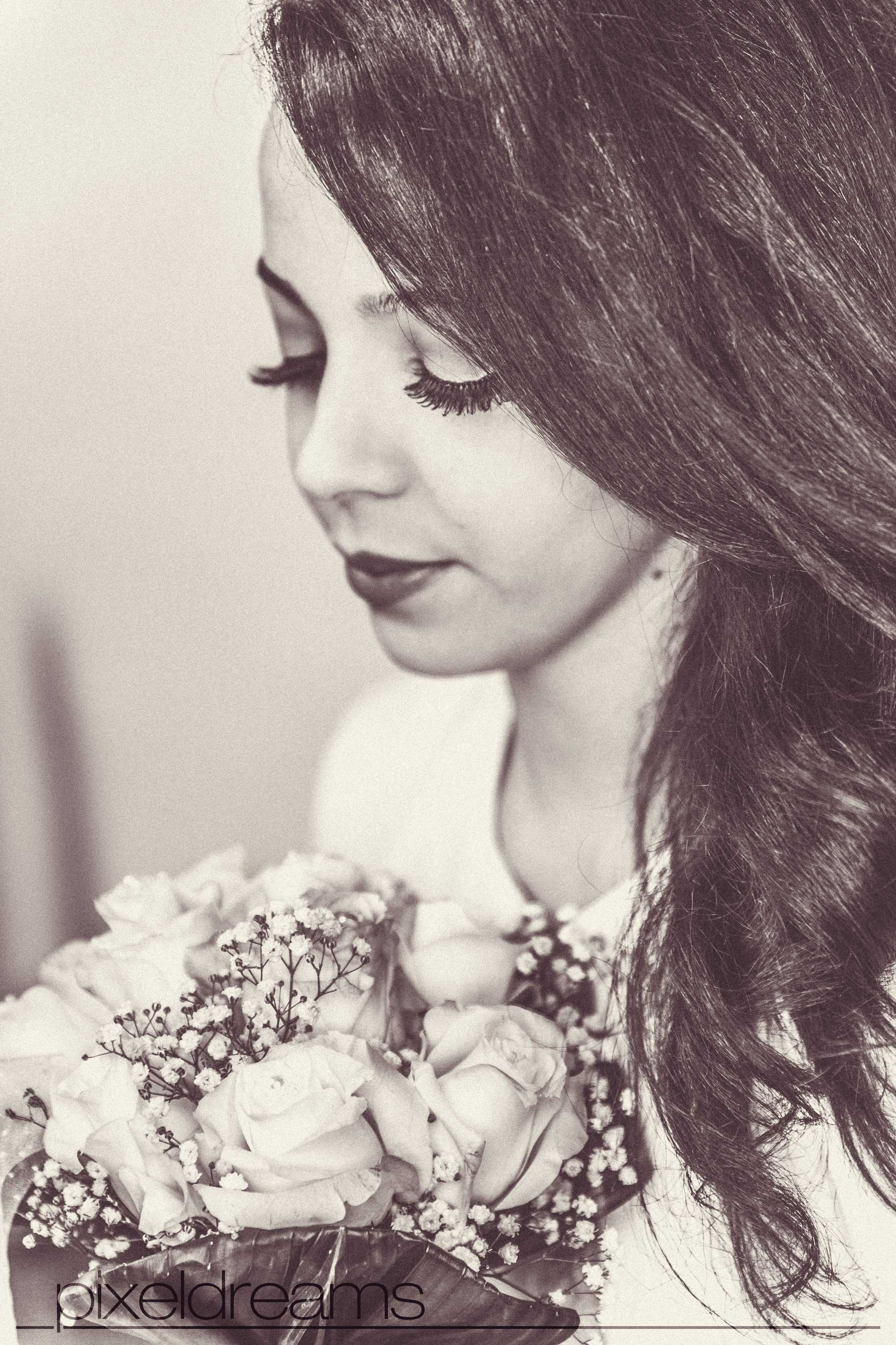 Standesamt Bilder Fotos - Braut mit Brautstrauß und tollem Brautmakeup