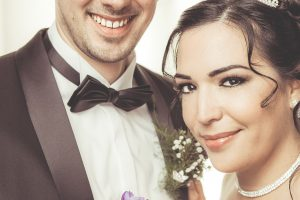 Braut-Braeutigam-Brautstrauss-Diadem-Hochzeitsfotografie-huebsch-Schloss-Hohenlimburg-Hochzeitsvideo-Make Up