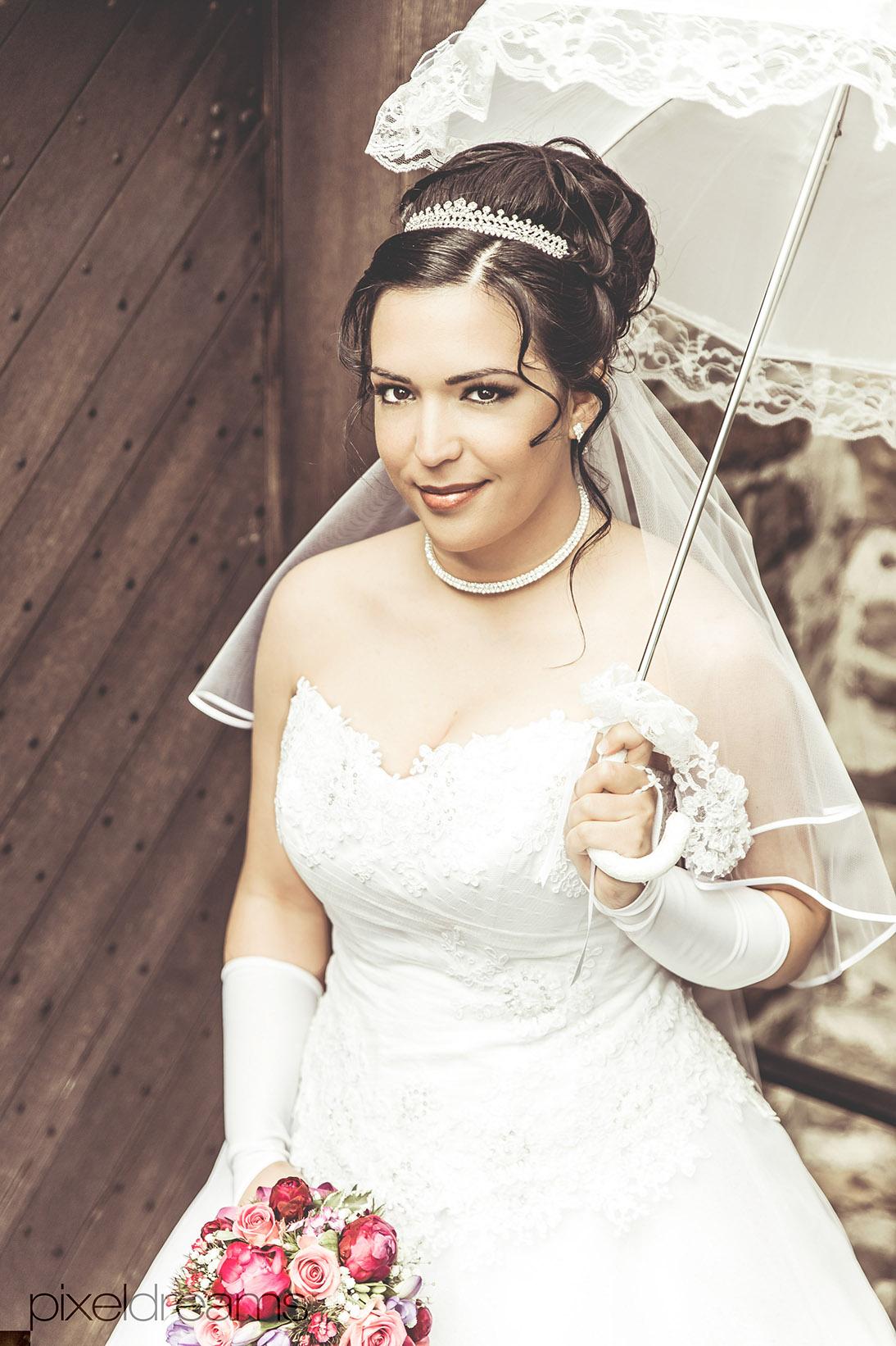 Braut-Brautschirm-Schirm-Vintage-Retro-Hochzeitsshooting-Brautkleid-Hochzeitsreportage-Koeln-NRW-Deutschland