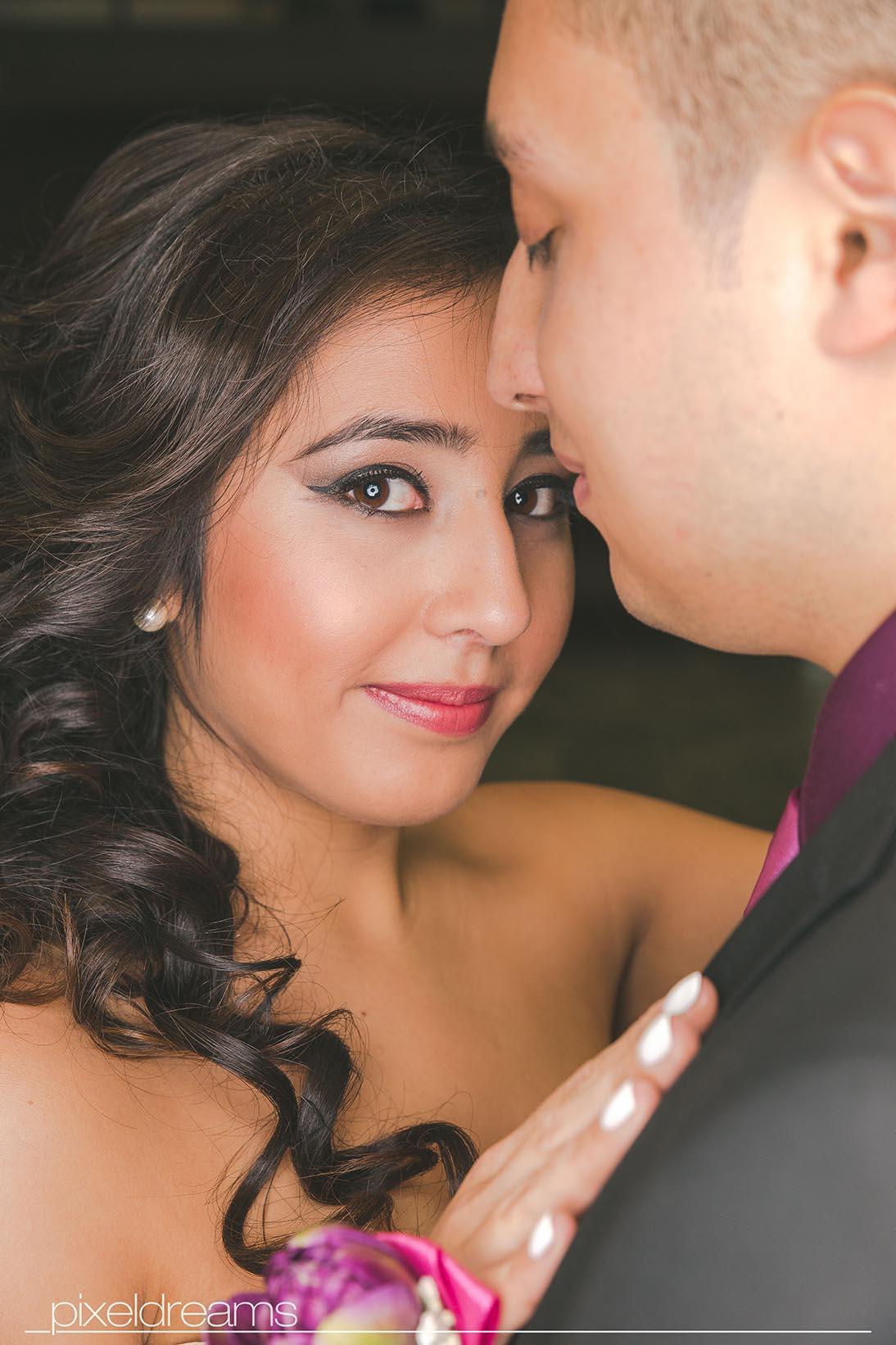 hochzeitsfotos - Braut seitliches Portrait-lächelt