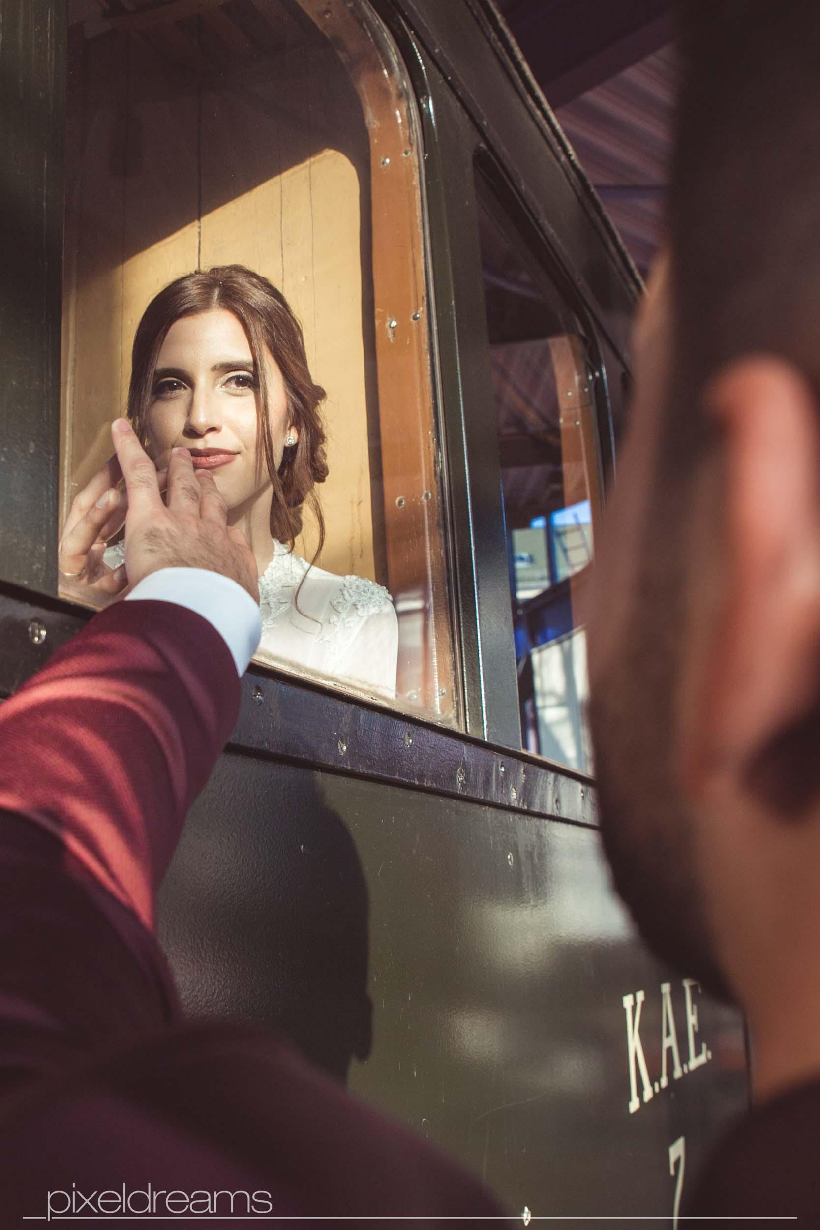 standesamt fotograf fotoshooting Luedenscheid Brautpaar liebe hochzeitsfotograf Geschichtsmuseum der Stadt Lüdenscheid Lokomotive hochzeitsfotos
