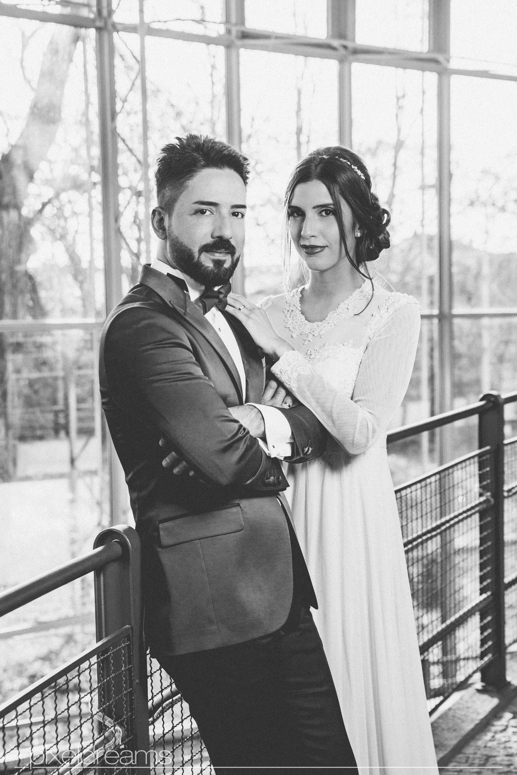 standesamt fotograf fotoshooting Luedenscheid Brautpaar liebe hochzeitsfotograf Geschichtsmuseum der Stadt Lüdenscheid Lokomotive Schwarzweiss