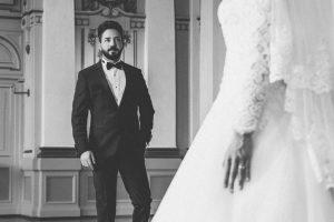 Hochzeitsfoto Stadthalle Türkischer Hochzeitsfotograf Fotograf Wuppertal Braut Braeutigam Brautkleid Saal Hochzeitsfotograf Hochzeit Pixeldreams Schwarz Weiss