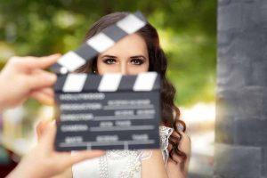 Hochzeitsfilmer schlägt die Klappe vor der Braut