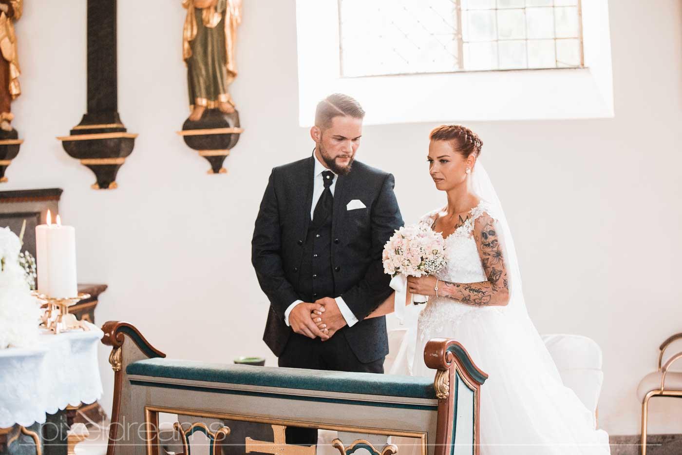Hochzeit in der Petersberg-Kapelle. Am Altar.