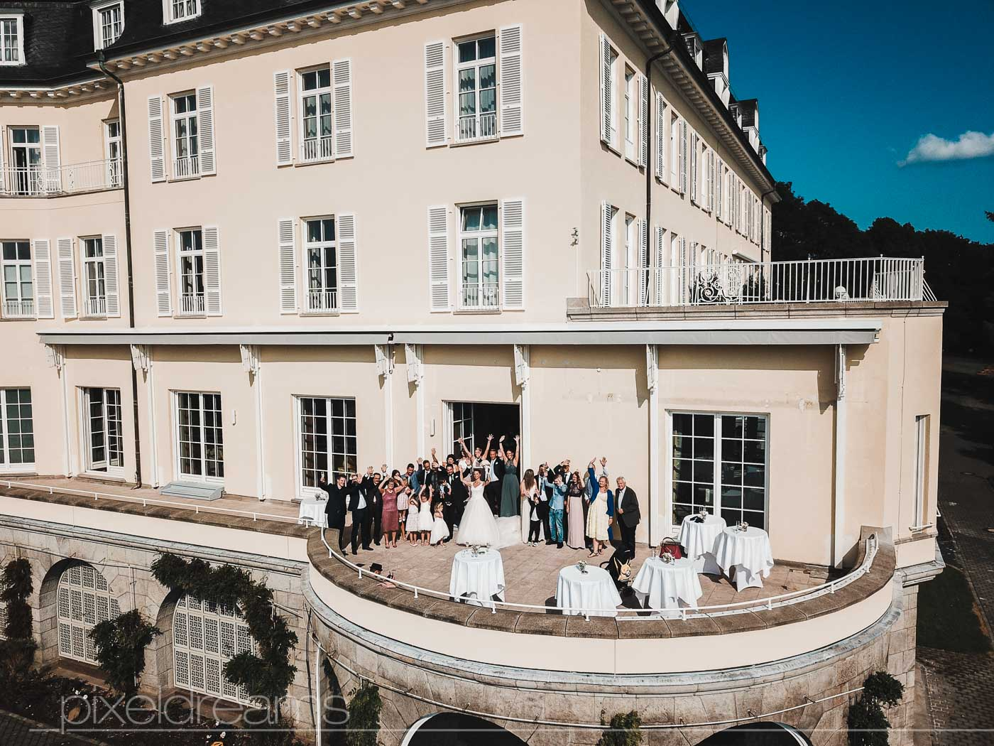 Hochzeitsfoto mit einer Drohne am Steigenberger Grandhotel